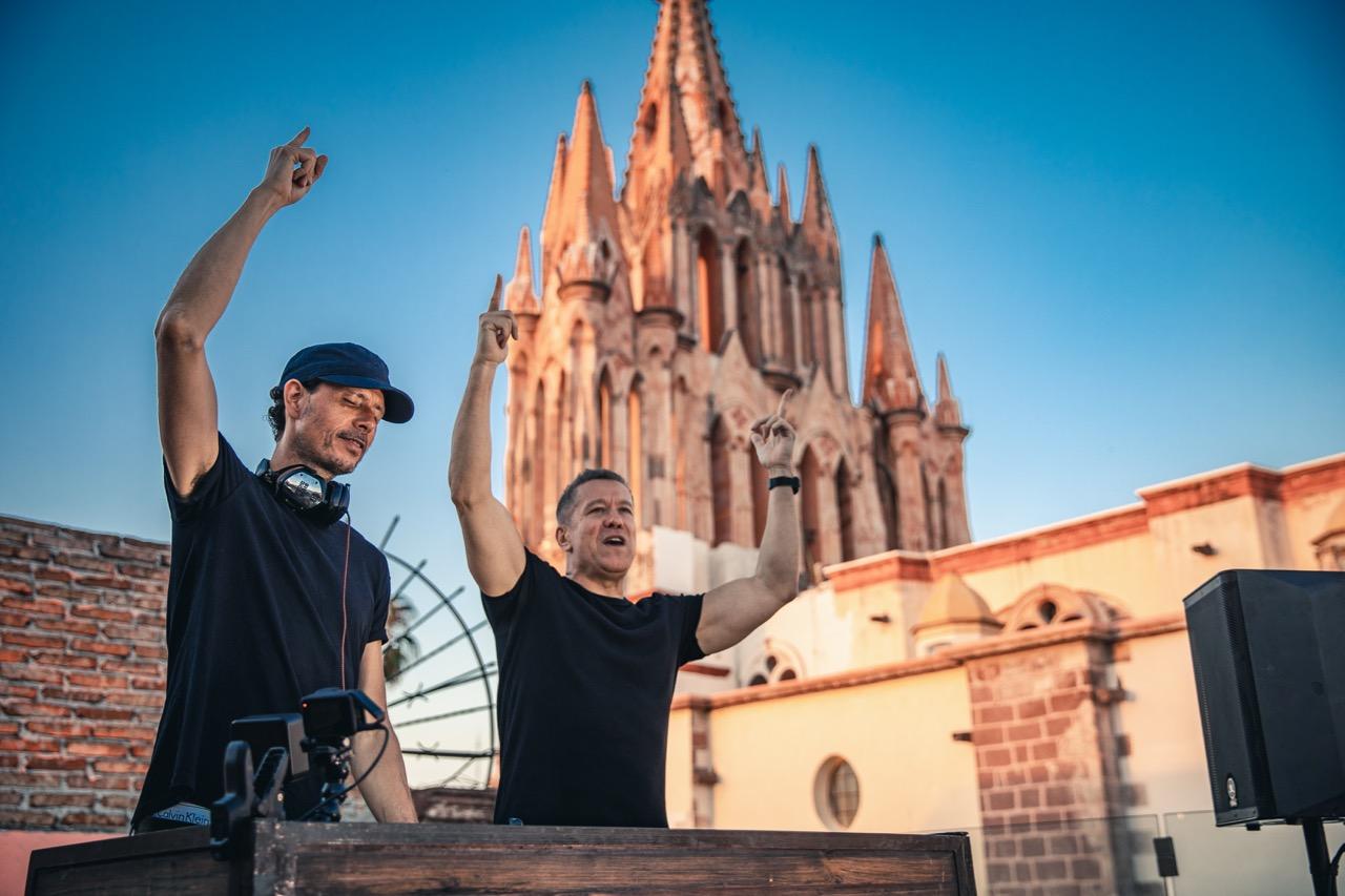 Cosmic Gate regala un streaming imponente desde San Miguel De Allende en México