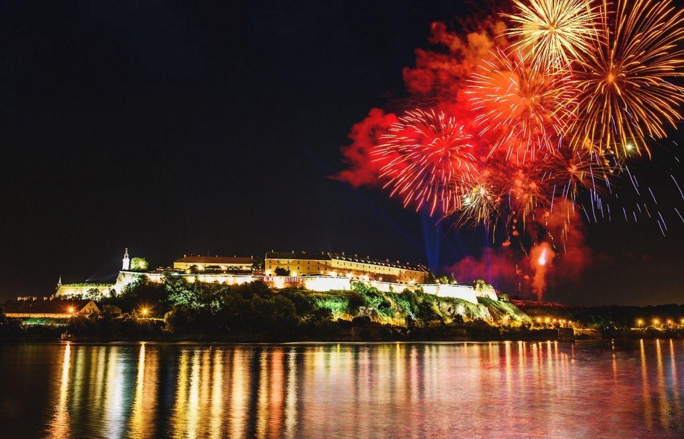 El festival serbio EXIT promete vacunas para asistentes extranjeros