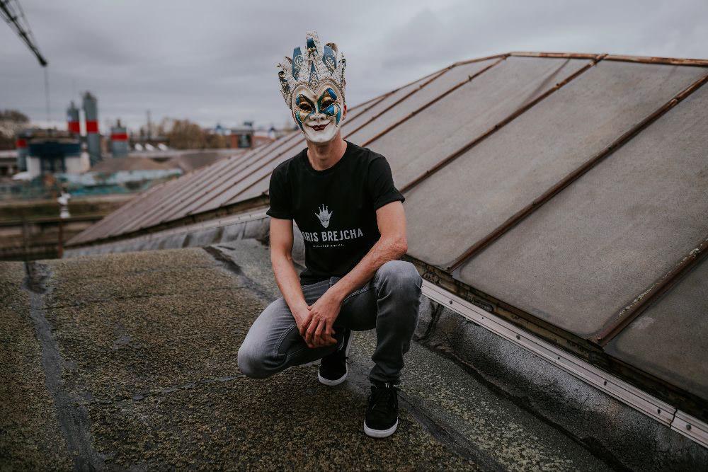 """Boris Brejcha regresa con su sonido hi-tech minimal en el """"EXIT EP"""""""