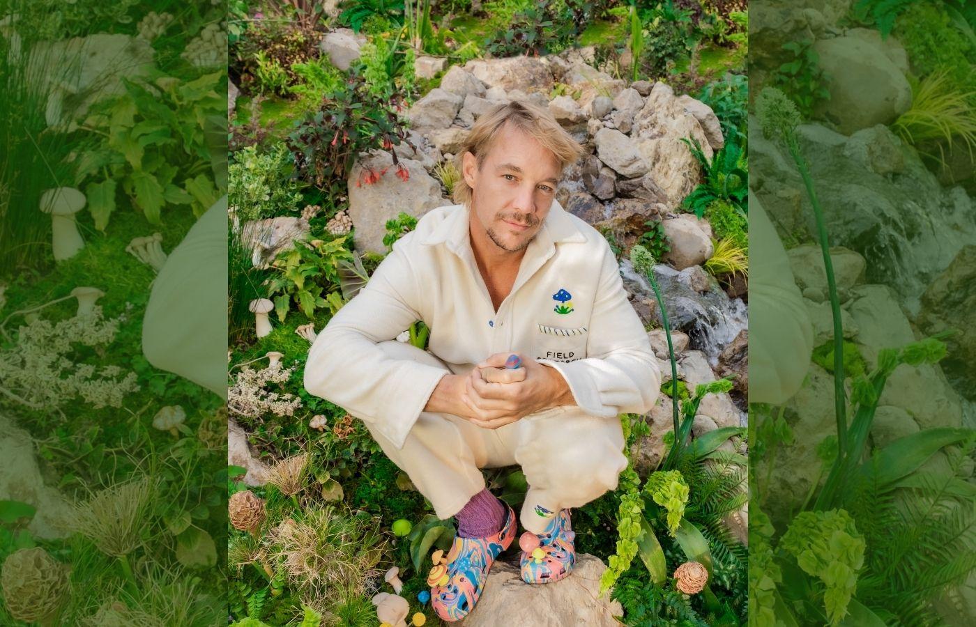 Diplo presenta un nuevo calzado psicodélico junto a Crocs