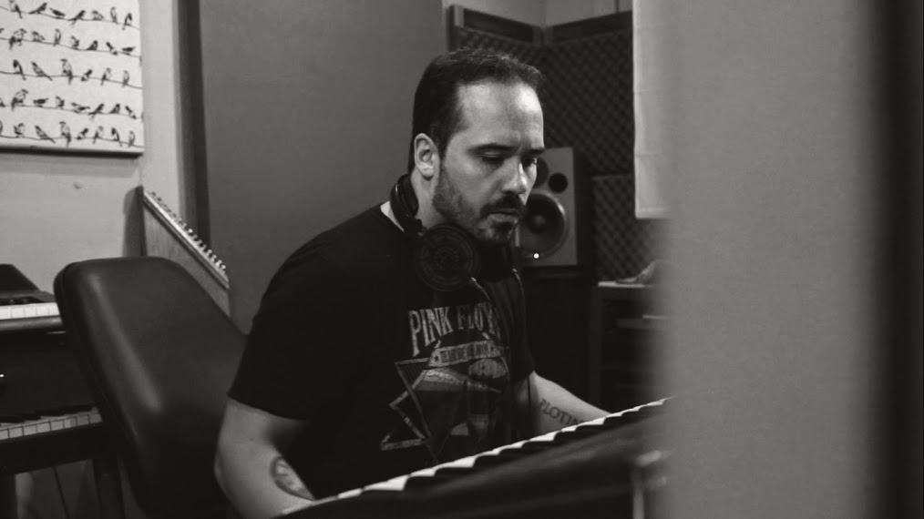 """Sebastian Busto presenta """"Moonlight Project"""": """"Necesitaba volver a cantar, tocar la guitarra, el piano y el bajo."""""""