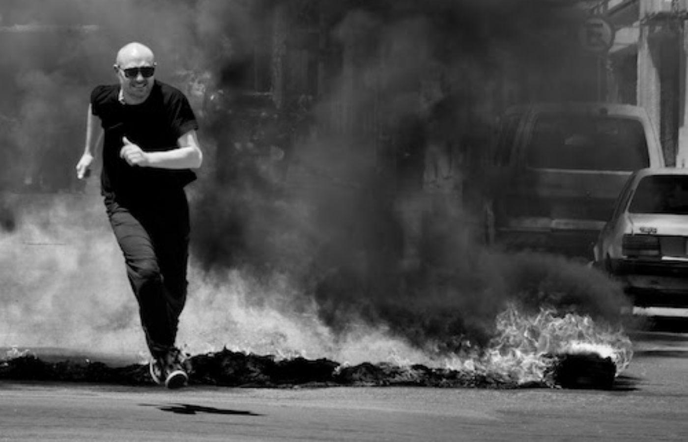 """Paul Kalkbrenner publicó el single """"Si Soy Fuego"""" junto a un video que documenta su regreso a los festivales"""
