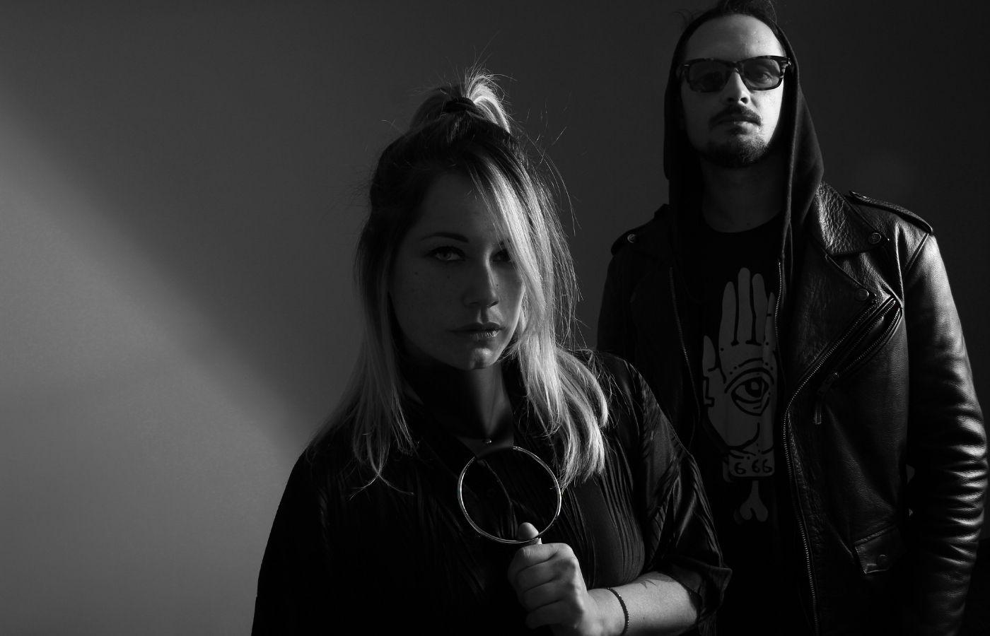 El dúo vanguardista Bimol aporta su sonido único a Kontra con colaboraciones junto a Jauri y Confidential Recipe